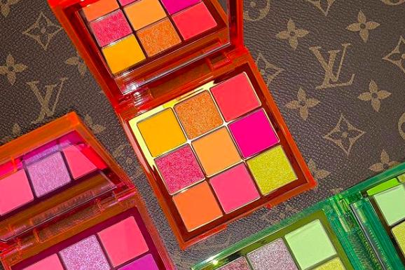 Nikmati Sensasi Melukis Kelopak Matamu dengan Huda Beauty's Neon Obsession Palettes