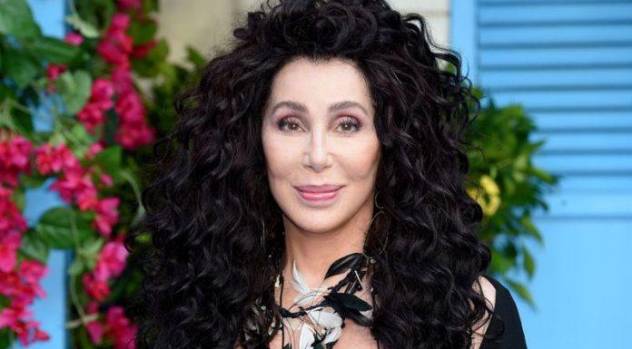 Cher Luncurkan Produk Parfum Pertamanya