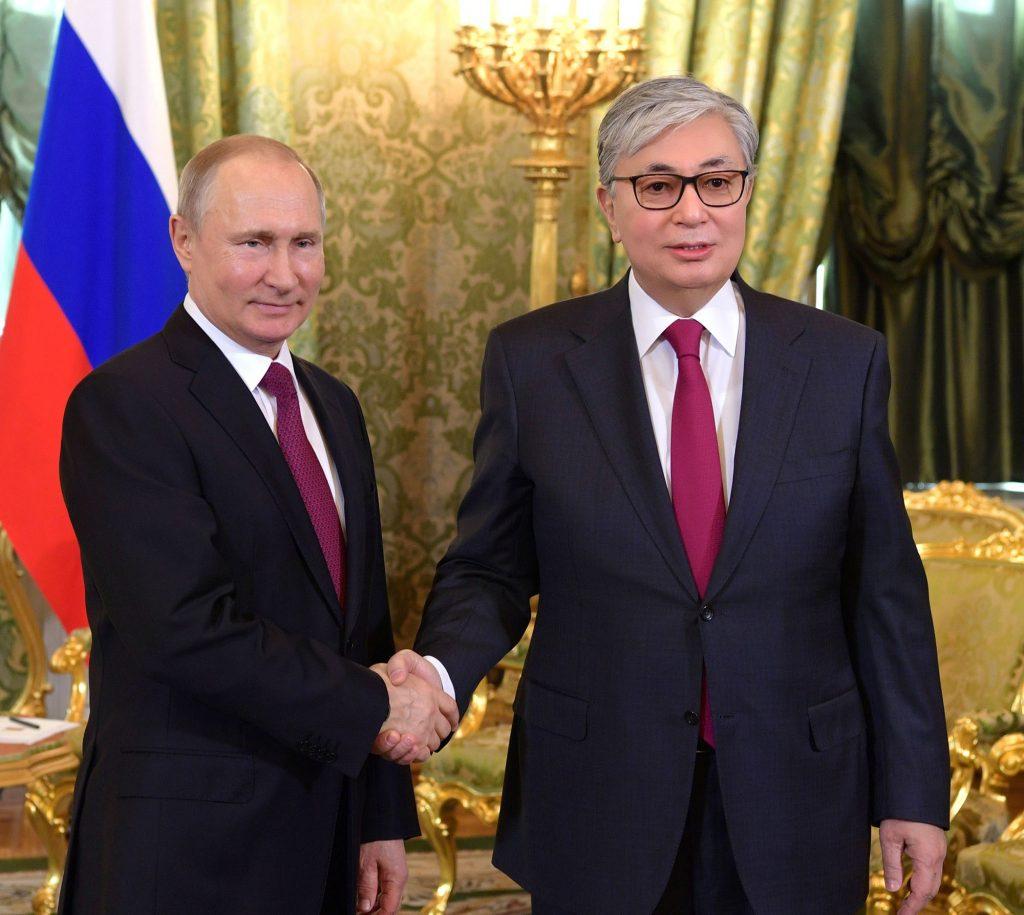 Tampak Lebih Muda, Pemerintah Kazakhstan Ketahuan Edit Foto Presidennya