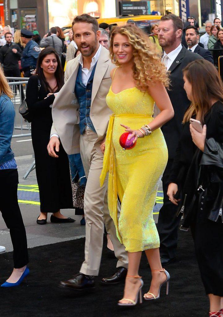 Umumkan Kehamilan, Blake Lively dan Keira Knightley Pamer Baby Bump dalam Balutan Gaun!