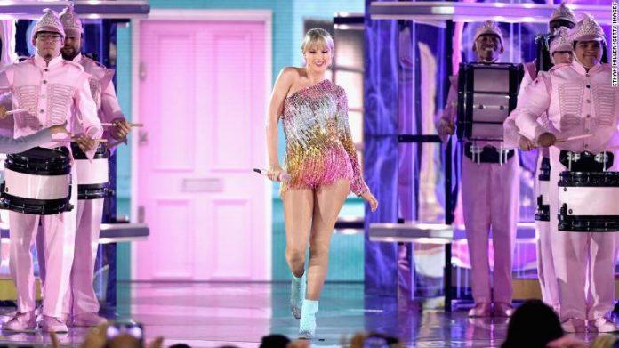 "Taylor Swift Umumkan Detail Perilisan Album TS7, ""Lover"""