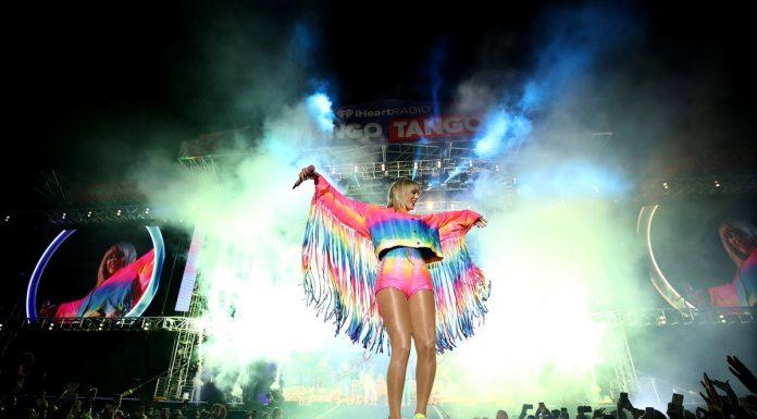 "Melalui Single Terbaru ""You Need to Calm Down"" Taylor Swift Tunjukan Dukungan Pada LGBTQ"