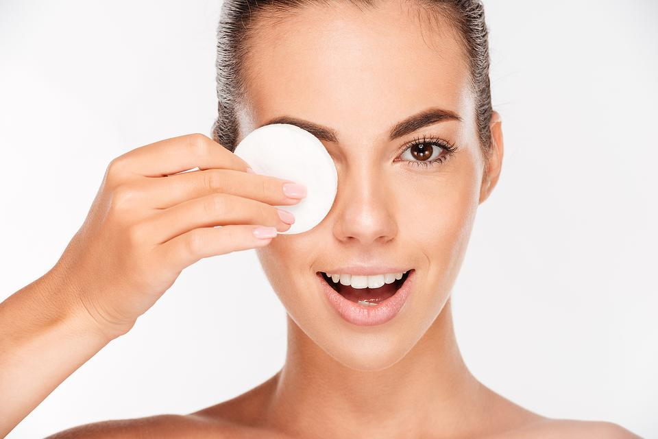 Menurut Ahli Facial, Ini Cara Membasuh Muka untuk Mendapatkan Hasil Glowing