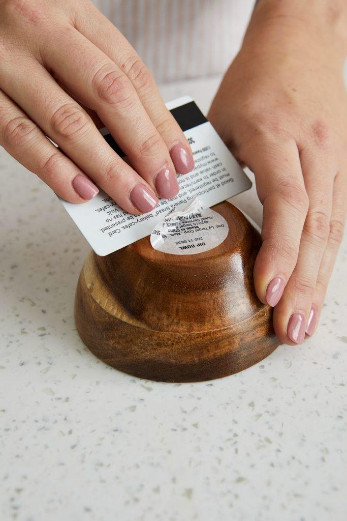 Cara-Cara Mudah Menghilangkan Stiker Harga, Bersih dan Cepat!