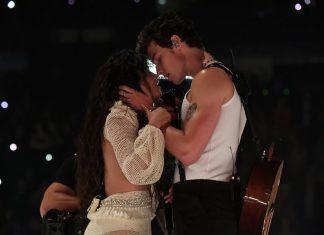 Sindir Hinaan Dari Penggemar, Shawn Mendes dan Camila Cabello Pamer Ciuman