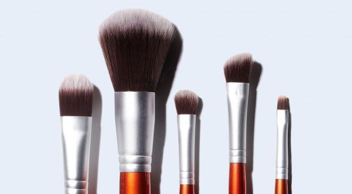 5 Langkah Efektif Bersihkan Makeup Brush