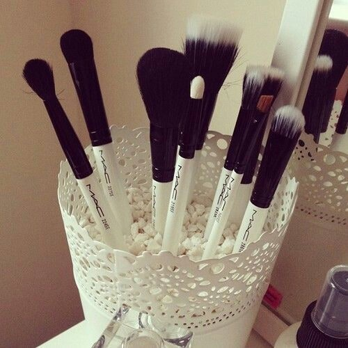 10 Ide DIY Makeup Organizer Cantik dan Mudah yang Bisa Kamu Buat di Rumah