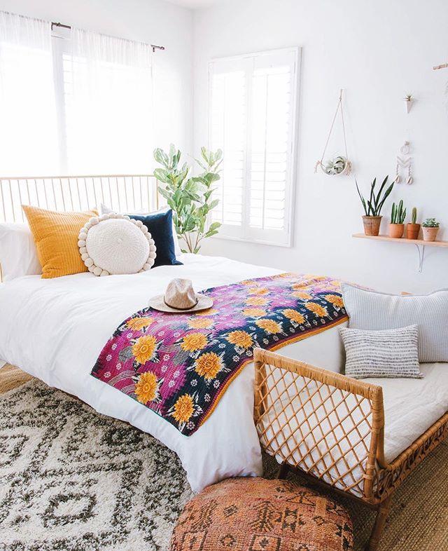 Bosan dengan suasana rumah nggak berarti bisa langsung pindah rumah kan, Ladies? Kamu bisa mencoba menciptakan suasana baru dengan berbagai ide dekorasi berikut!