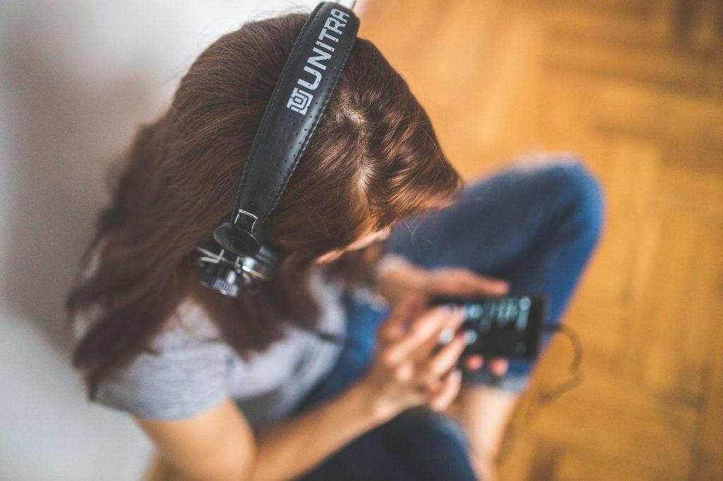 Dengarkan Jenis Musik Ini Untuk Meringankan Migrain, Insomnia, dan Berbagai Penyakit Lainnya
