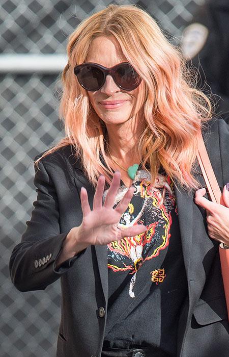 Lady Gaga dan Berbagai Selebriti Hollywood dengan Rambut Pink