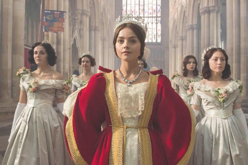 10 Aktris Ini Sukses Perankan Tokoh Ratu di Layar Perak