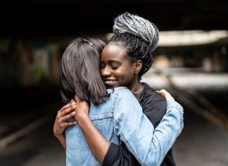 Ini Hal-hal yang Bisa Kamu Lakukan untuk Sahabatmu yang Baru Saja Putus Cinta