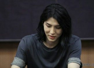 Deretan Kpop Idol Pria yang memukau dengan Rambut Panjang