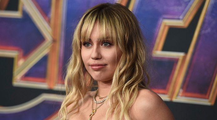 Putus dari Kaitlynn Carter, Miley Cyrus Aktif Kembali di Studio