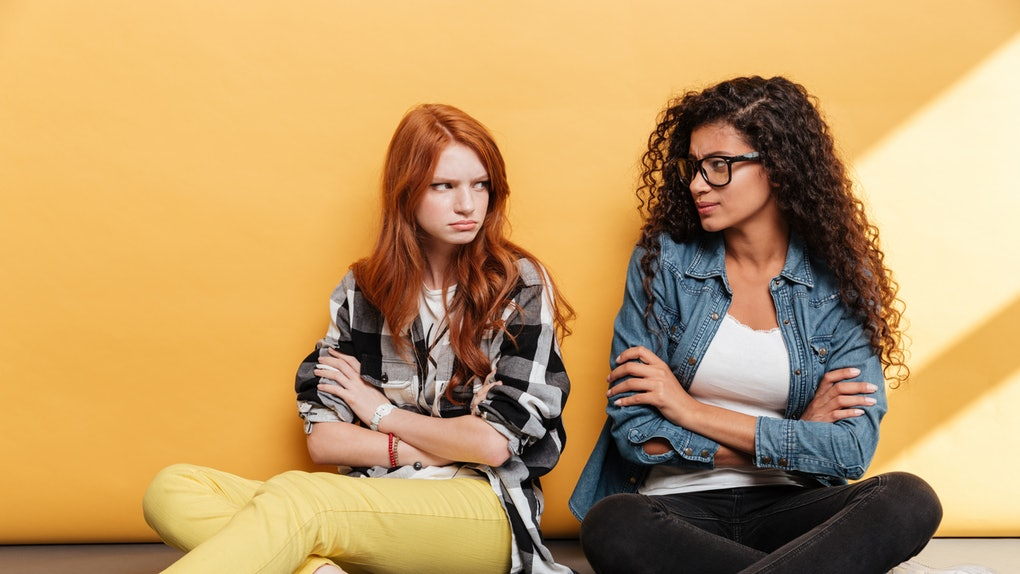 13 Tanda Persahabatan Kamu Beracun Dan Cara Keluar Darinya