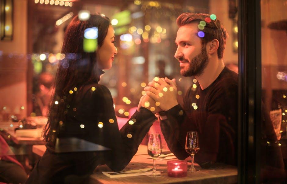 Bagaimana Rasanya Berkencan dengan Seseorang yang Tidak Punya Sosial Media?