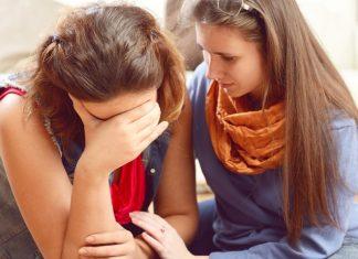 Hal-Hal Sederhana yang Bisa Kamu Lakukan untuk Temanmu yang Sedang Kehilangan