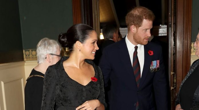 Meghan Markle dan Prince Harry Tunjukan Kemesraan di Royal Festival of Remembrance
