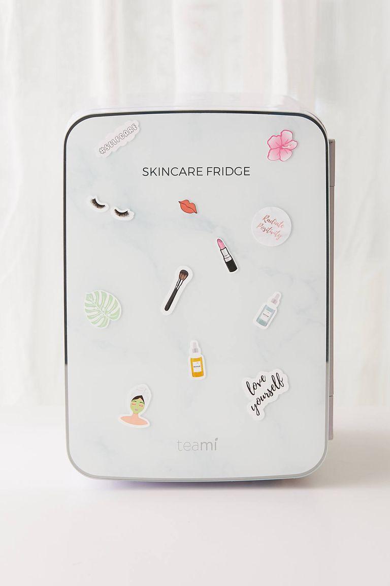 9 Rekomendasi Terbaik Kulkas Mini Untuk Makeup dan Skincare