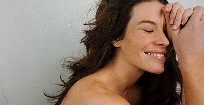 Jadi Plontos, Evangeline Lilly Potong Rambutnya Sendiri