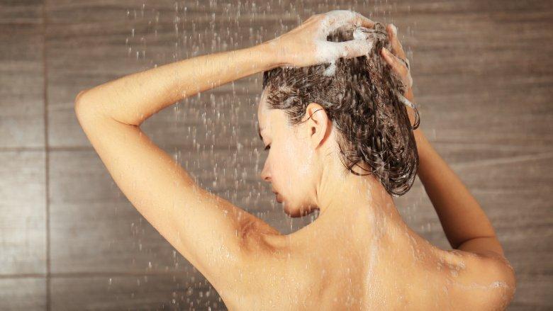 Keramas dengan Shampo Batang, Apa Bedanya?