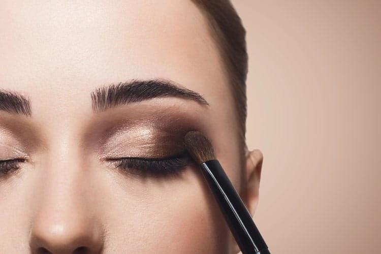 4 Step Mudah Membuat Makeup Mata yang Longlasting untuk Oily Eyelids