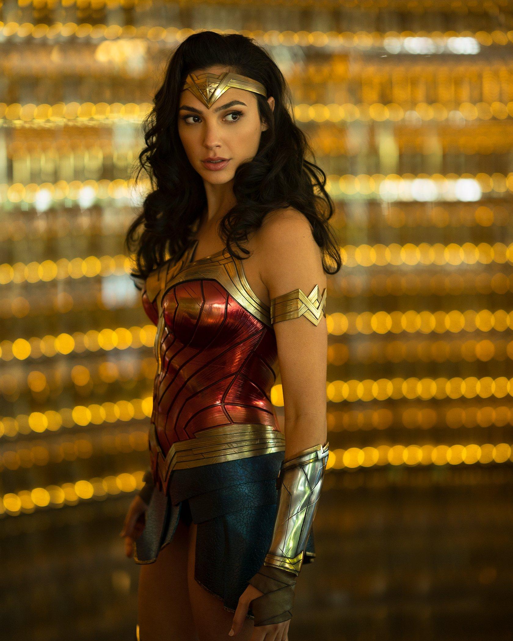 Gal Gadot Kembali Hadir di Trailer Pertama Wonder Woman 1984