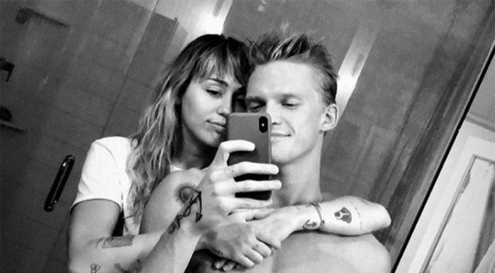 Digosipkan Putus, Miley Cyrus dan Cody Simpson Justru Makin Mesra
