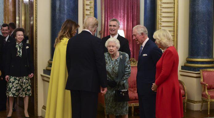Ini Sebenarnya Percakapan Queen Elizabeth dan Princess Anne Di Video Viral