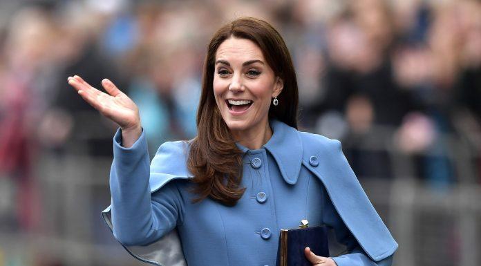 Tampil Cantik di Hari Natal dengan Fashion ala Kate Middleton