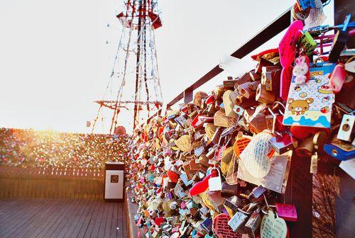 Rekomendasi Tempat Romantis untuk Memasang Gembok Cinta