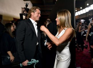 """Begini Reaksi Jennifer Aniston Saat Brad Pitt Bercanda Tentang Tak Akur Dengan Sang """"Istri"""""""