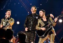 Penampilan Jonas Brothers di 2020 Grammy Awards Heboh Karena Bayam di Gigi Nick Jonas