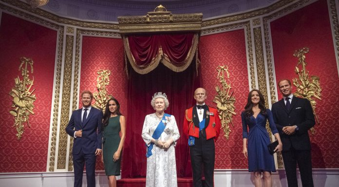 Madame Tussauds Turunkan Patung Lilin Meghan Markle dan Prince Harry Dari Set Royal Family