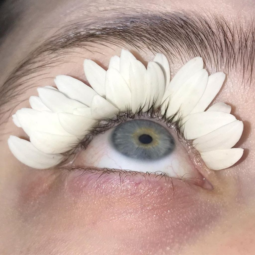 Perempuan Asal Rusia Ini Ciptakan Makeup dan Kostum dari Bahan-bahan Tak Terduga!