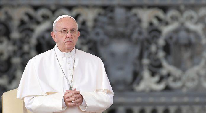 Pope Francis Akui Hilang Kesabaran Setelah Terlihat Menampar Tangan Seorang Wanita