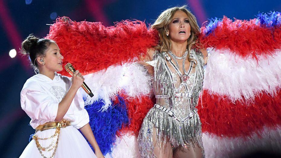Jennifer Lopez Usung Pesan Pemberdayaan di Balik Penampilannya di 2020 Super Bowl Halftime Show