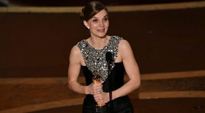 Menang di Oscar, Hildur Guðnadóttir Mengajak Musisi Wanita untuk Terus Berkarya di Pidatonya