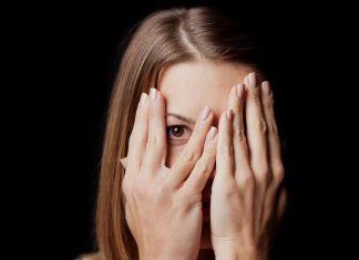 Merasa Insecure dalam Menjalani Hubungan, Ini Penyebabnya