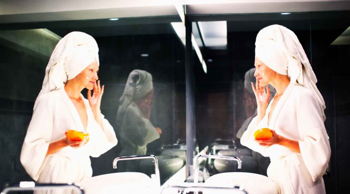 Apa Perlu Kenakan Sunscreen di dalam Ruangan? Begini Kata Dermatologis