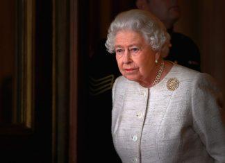 """Queen Elizabeth Dipastikan """"Virtual"""" Self-Isolation: Tak Ada yang Bisa Bertemu dan Melihat"""