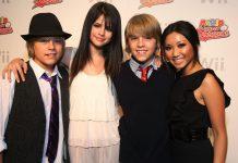 """Selena Gomez Sebut Ciuman Pertama Dengan Dylan Sprouse """"Hari Terburuk dalam Hidupku"""""""
