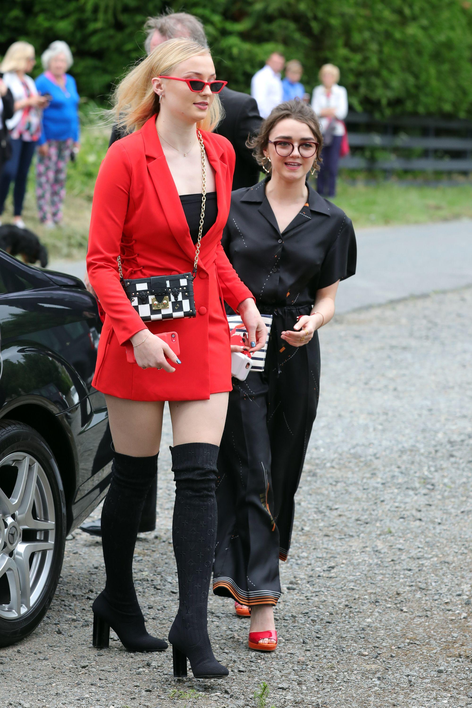 Oops! Sophie Turner Rupanya Tak Berhenti Sesali Pakaian di Pernikahan Kit Harington