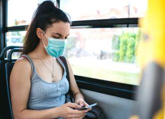 Hindari Kebiasaan Ini Ketika Mengenakan Masker