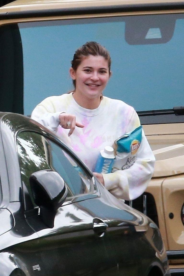 Berbeda Dari Biasanya, Begini Penampilan Kylie Jenner Selama Quarantine
