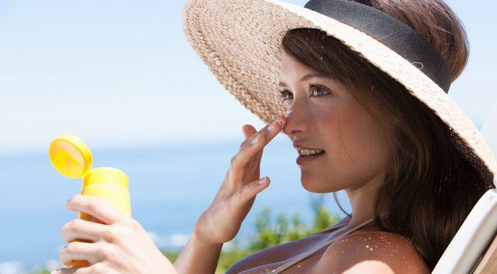 6 Sunscreen Terbaik Rekomendasi Para Ahli