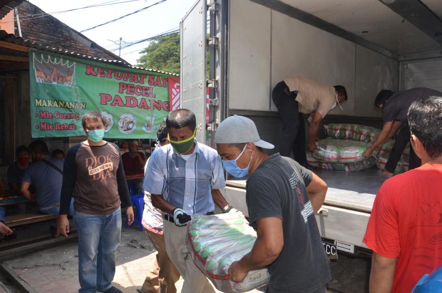 Dukung Perjuangan Melawan COVID-19, Pfizer Salurkan Donasi Ratusan Sembako ke Lebih dari 530 Orang