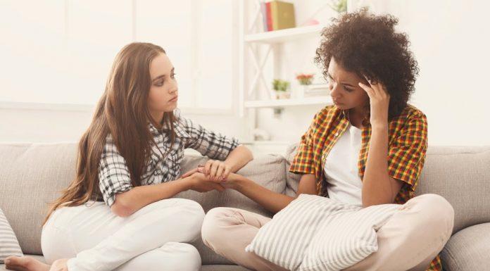 Cara Memberi Dukungan Teman yang Sedang Terpuruk dalam Sedihnya Kehilangan