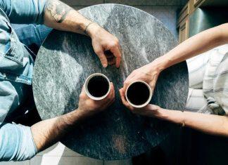 6 Cara Agar Orang yang Tertutup Jadi Terbuka Denganmu