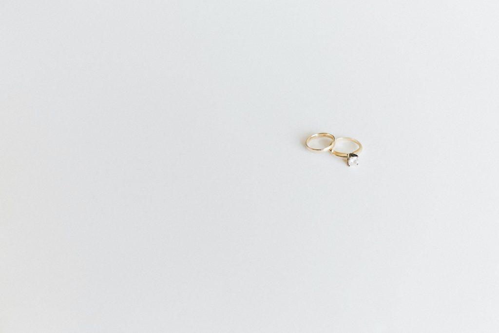Trik Khusus Ubah Warna Cincin Nikah Dari Kusam Hingga Berkilau